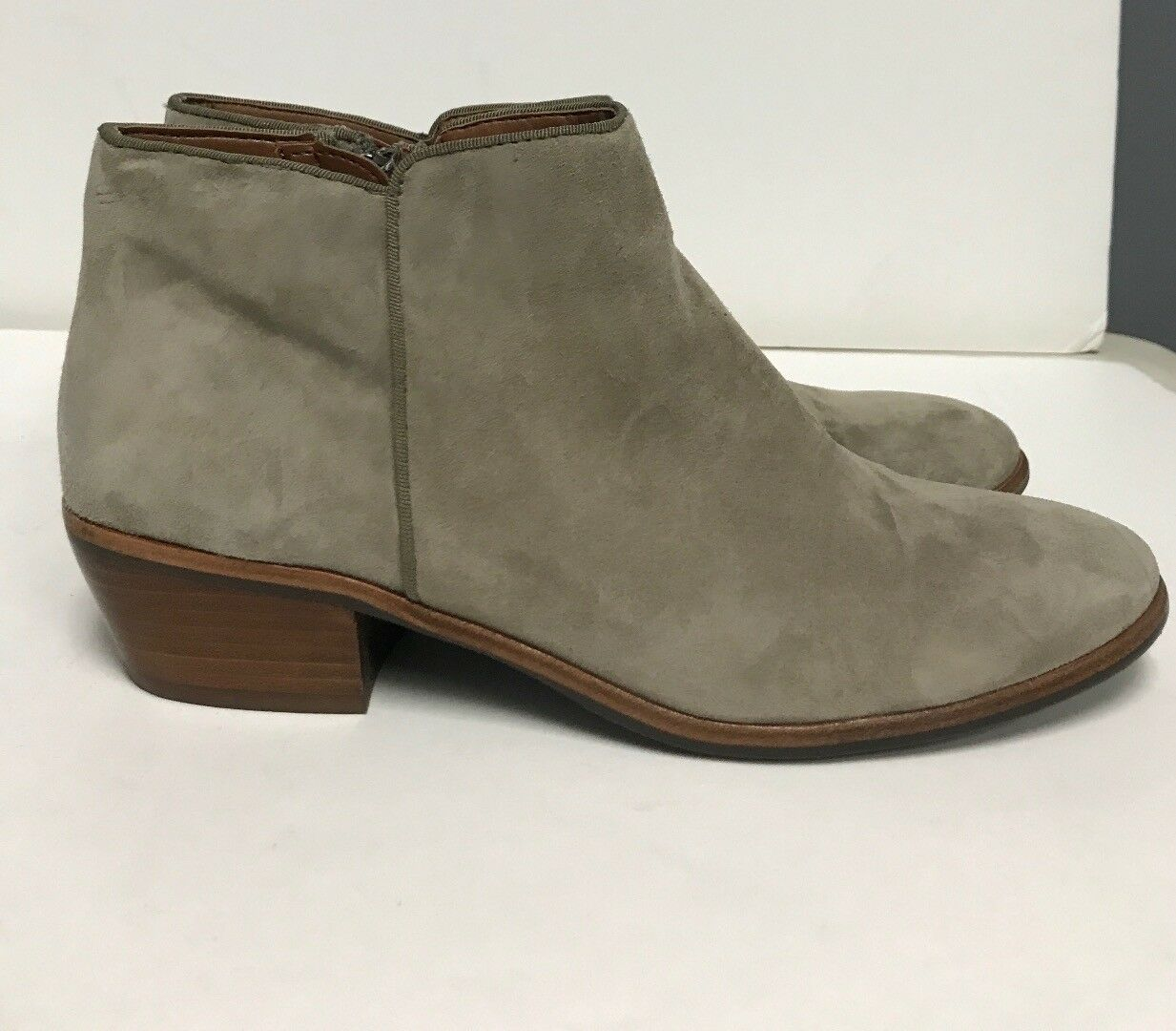 Sam Edelman Tobillo botas gris Topo Gamuza Cremallera Lados partes superiores de cuero Talle 8 B4038