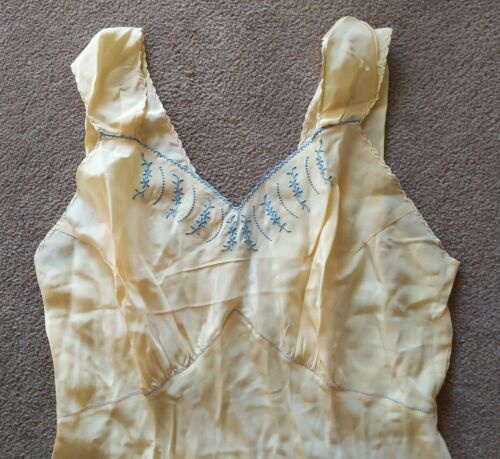 Vtg NWT 30s 40s Nightgown sz 36 yellow with embroi