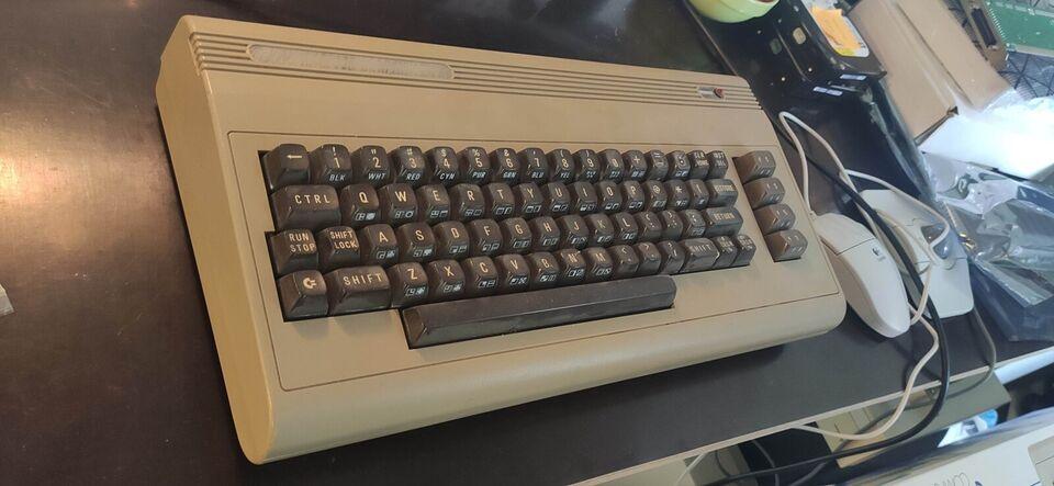 Commodore 64, spillekonsol, God