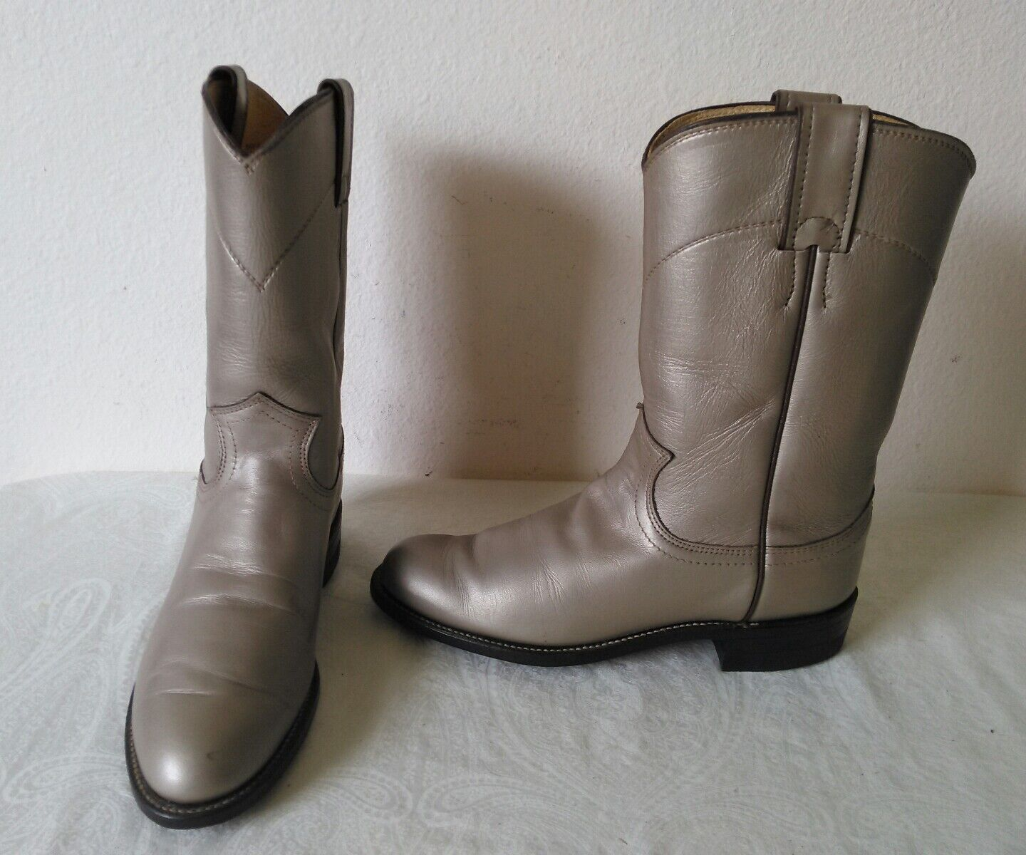 Great JUSTIN Metallic Beige leather Lady's Western/Roper Pull on boots Size 5 B