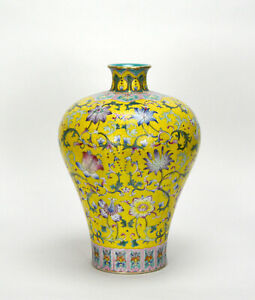 Fine-Chinese-Qing-Qianlong-MK-Famille-Rose-Floral-Yellow-Ground-Porcelain-Vase