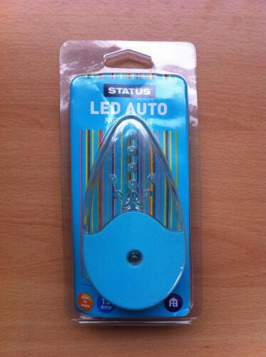 Colour Auto LED Night Light Dusk til Dawn Plug In Socket White Pink Blue Green