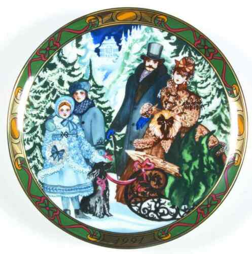 Royal Copenhagen CHRISTMAS DENMARK Bringing Tree Plate