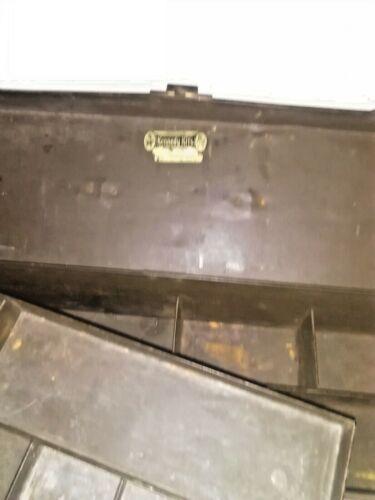 Vintage Kennedy Métal Tackle Box ont un grand Trois Section box, Boîte métallique.