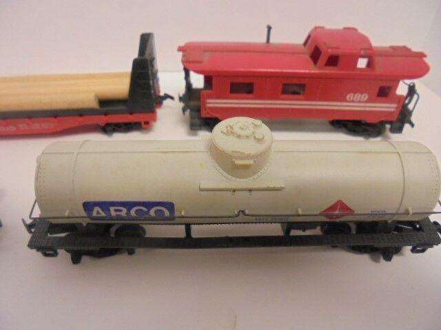 8 TYCO HO Scale Train Cars in good shape shape shape 265216