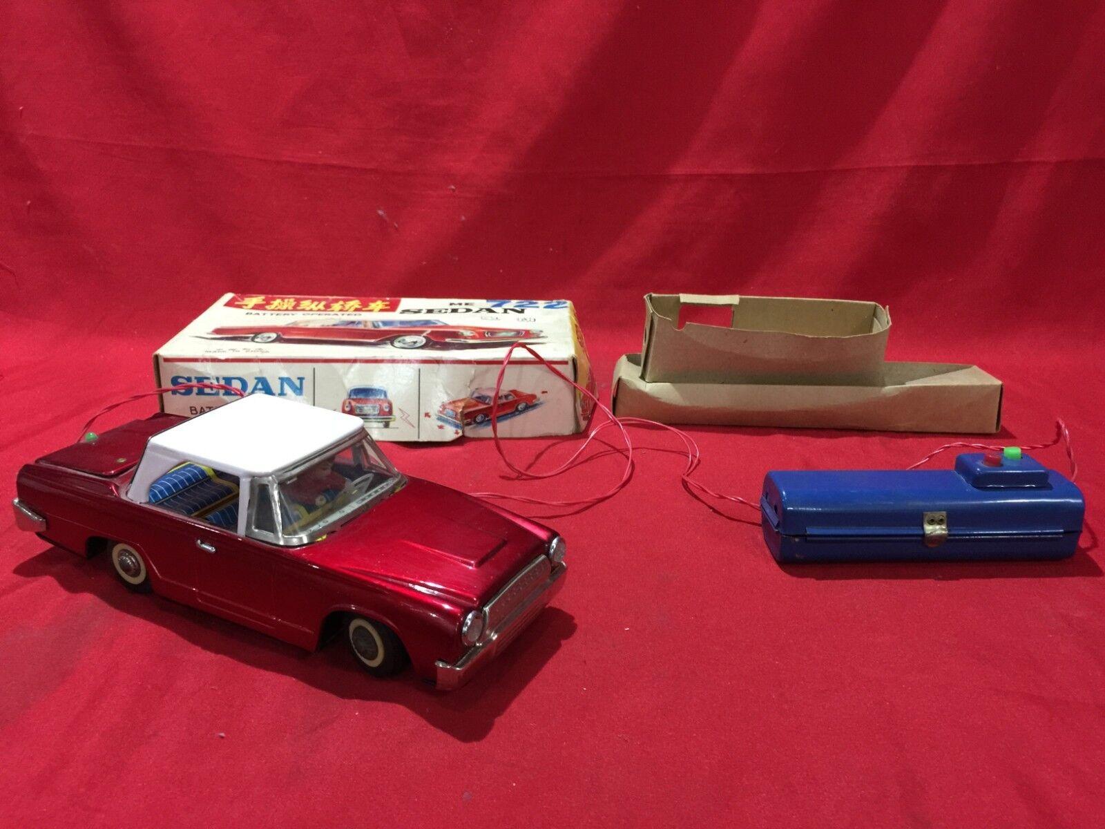 Vintage Juguete De Hojalata Coche Sedan con mando a distancia con pilas Coleccionable