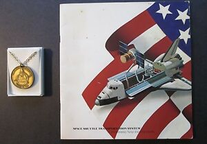 Vintage-SPACE-SHUTTLE-COLUMBIA-MEDALLION-039-81-and-SPACE-SHUTTLE-BROCHURE-039-79