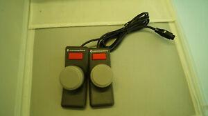 Paddles-fuer-VlC-20-COMMODORE-Computer-fuer-2-Spieler-mit-Anschlusskabel-Stecker