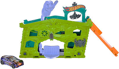 Hot Wheels Ghost Garage Track Set Playset W/ Vehicle New
