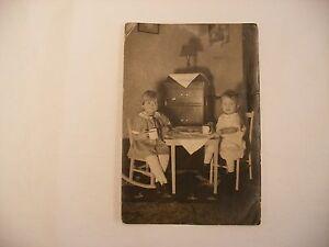 Vtg Phonograph Gramophone Victrola Photograph Photography Image Girls & Victrola