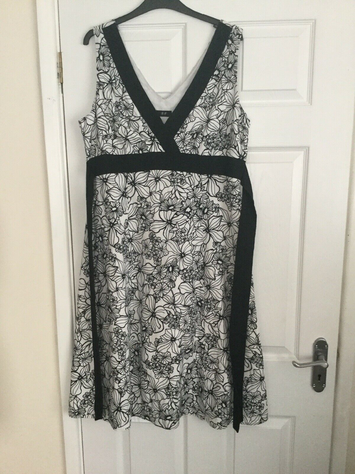 LADIES SIZE 16 LINEN BLEND DRESS BLACK & WHITE FLORAL PRINT