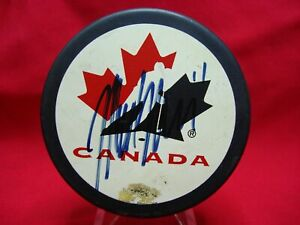 MARK-MESSIER-AUTOGRAPHED-OLYMPIC-HOCKEY-PUCK-MUST-SEE