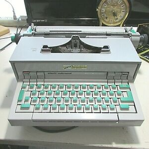 1969 Olivetti Underwood Praxis 48 Electric Typewriter FOR REPAIR OR PARTS