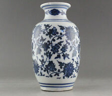 FINE OLD MARKED BLUE AND WHITE PORCELAIN FLOWER VASE OF CHINESE Wax Gourd