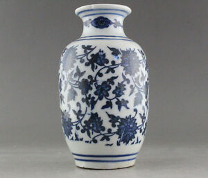 FINE-OLD-MARKED-BLUE-AND-WHITE-PORCELAIN-FLOWER-VASE-OF-CHINESE-Wax-Gourd