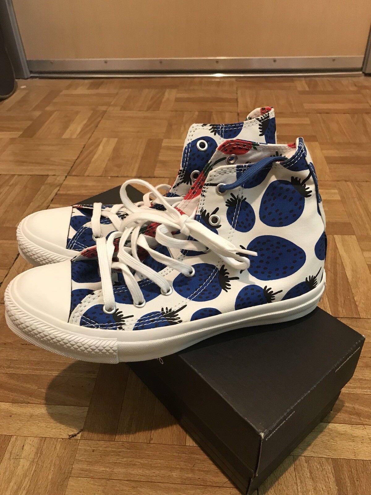 Marimekko Converse Strawberry shoes Women's Sz5 Brand New
