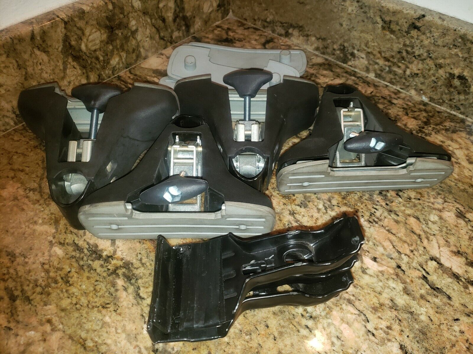 YAKIMA SST 1C Towers + Pads 4 y11 clips  extra pads  the newest brands outlet online