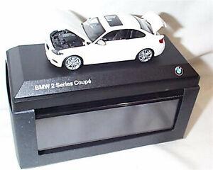 Concesionario-BMW-2-sementales-Coupe-Blanco-Modelo-partes-de-apertura-de-escala-1-43-nuevo-en-caso