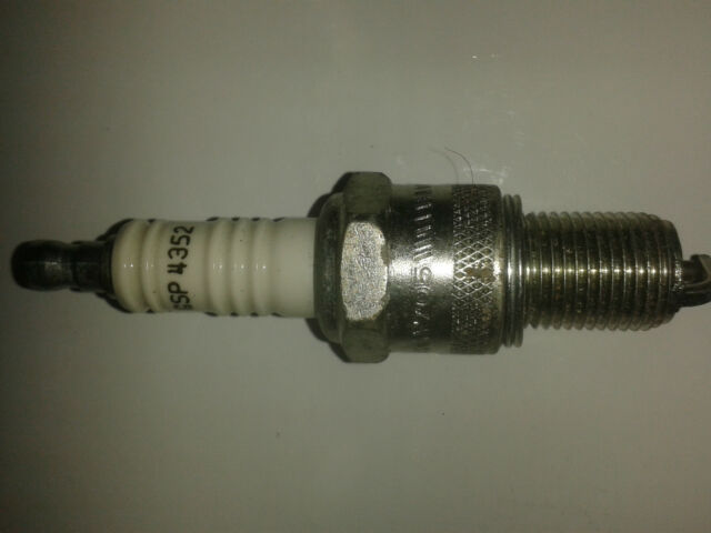 SPARK PLUG BY UNIPART REF GSP4352