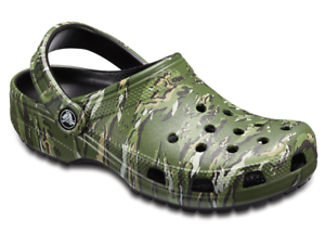Sandalo Crocs Classic Graphic Camo verde scuro camouflage in gomma con cinturino
