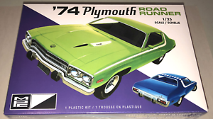MPC-1974-Plymouth-Road-Runner-1-25-scale-model-car-kit-new-920