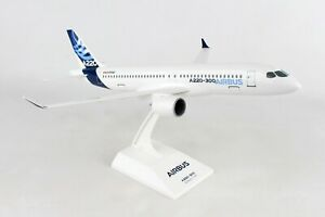 SKYMARKS-SKR991-AIRBUS-HOUSE-DEMO-A220-300-1-100-SCALE-PLASTIC-SNAPFIT-MODEL
