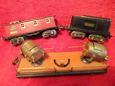 THE LIONEL LINES VINTAGE TRAIN SET WITH 3 CARS AND TRACK