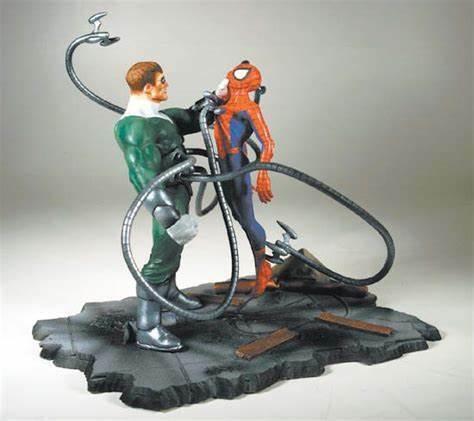Ultimate Spiderman vs Doctor Octopus Statue 512 600
