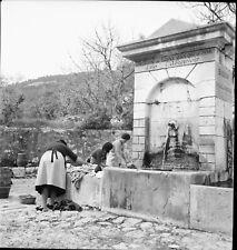 EZE c. 1937 - Fontaine Femmes - Négatif 6x6 - PROV 232