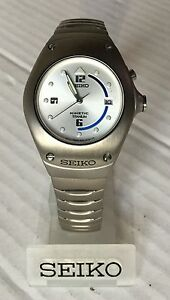 Seiko Kinetic Arctura Titanium Mid Size 3m220D99 Silver Face New Old Stock - <span itemprop='availableAtOrFrom'>Greater London, United Kingdom</span> - Seiko Kinetic Arctura Titanium Mid Size 3m220D99 Silver Face New Old Stock - Greater London, United Kingdom
