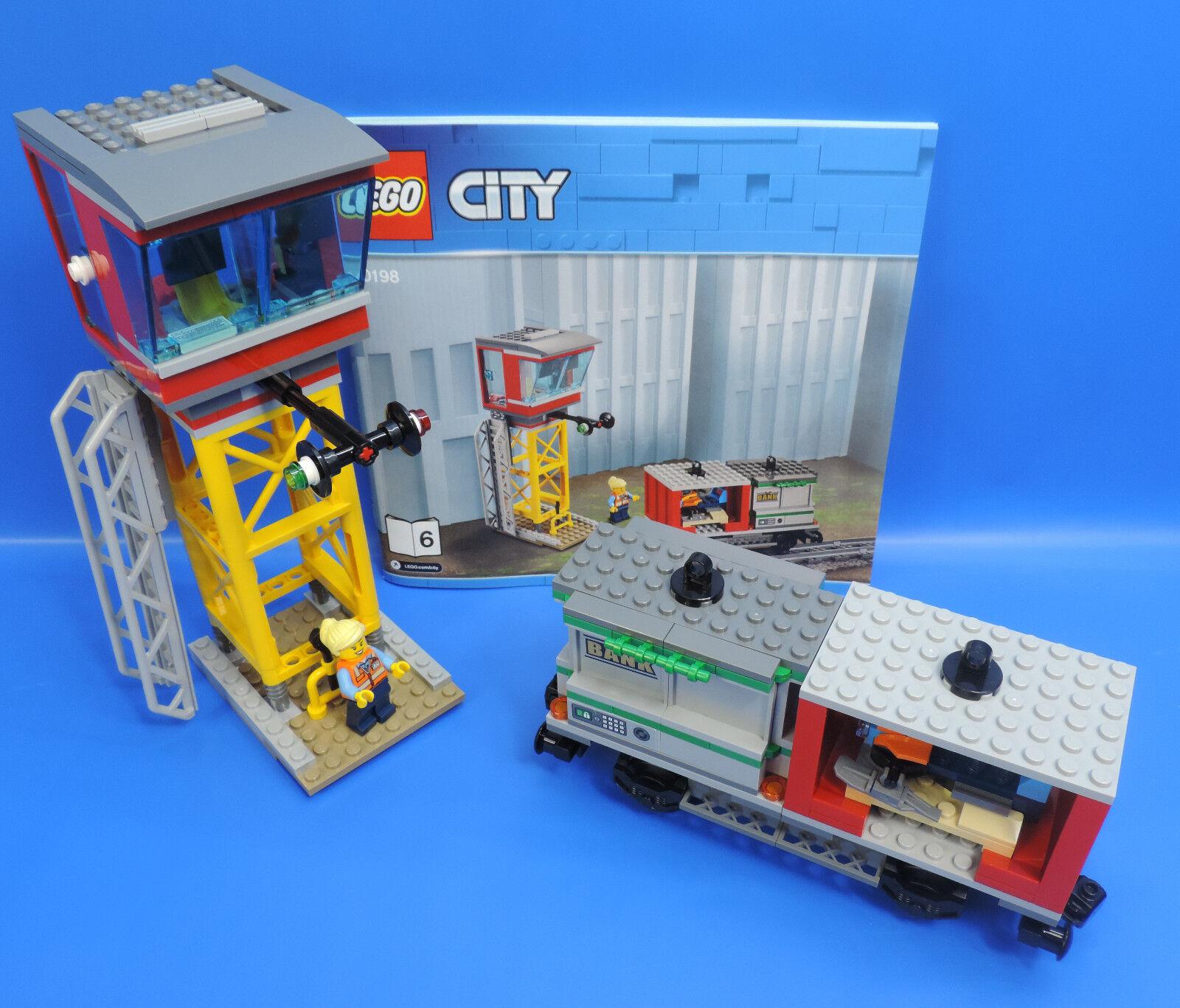 Lego City Ferrovia 60198 Leitstelle con Personaggio e Containerwaggon