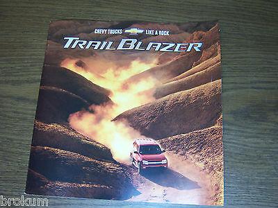 BOX768 2002 CHEVROLET TRAILBLAZER CHEVY SUV NEW VEHICLE BROCHURE MINT CONDITION
