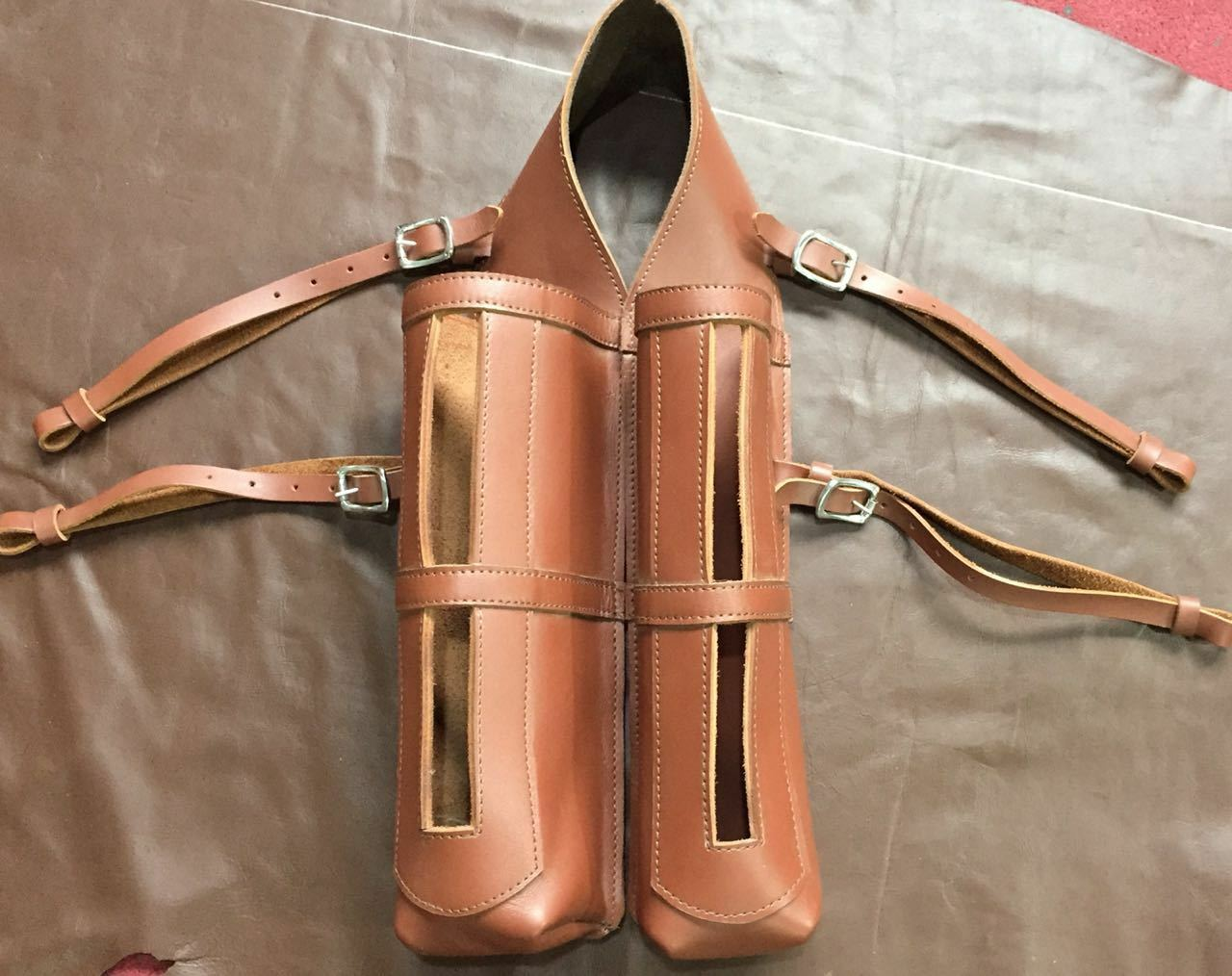 LEATHER SADDLE BALL HOLDER FOR POLO PLAYERS