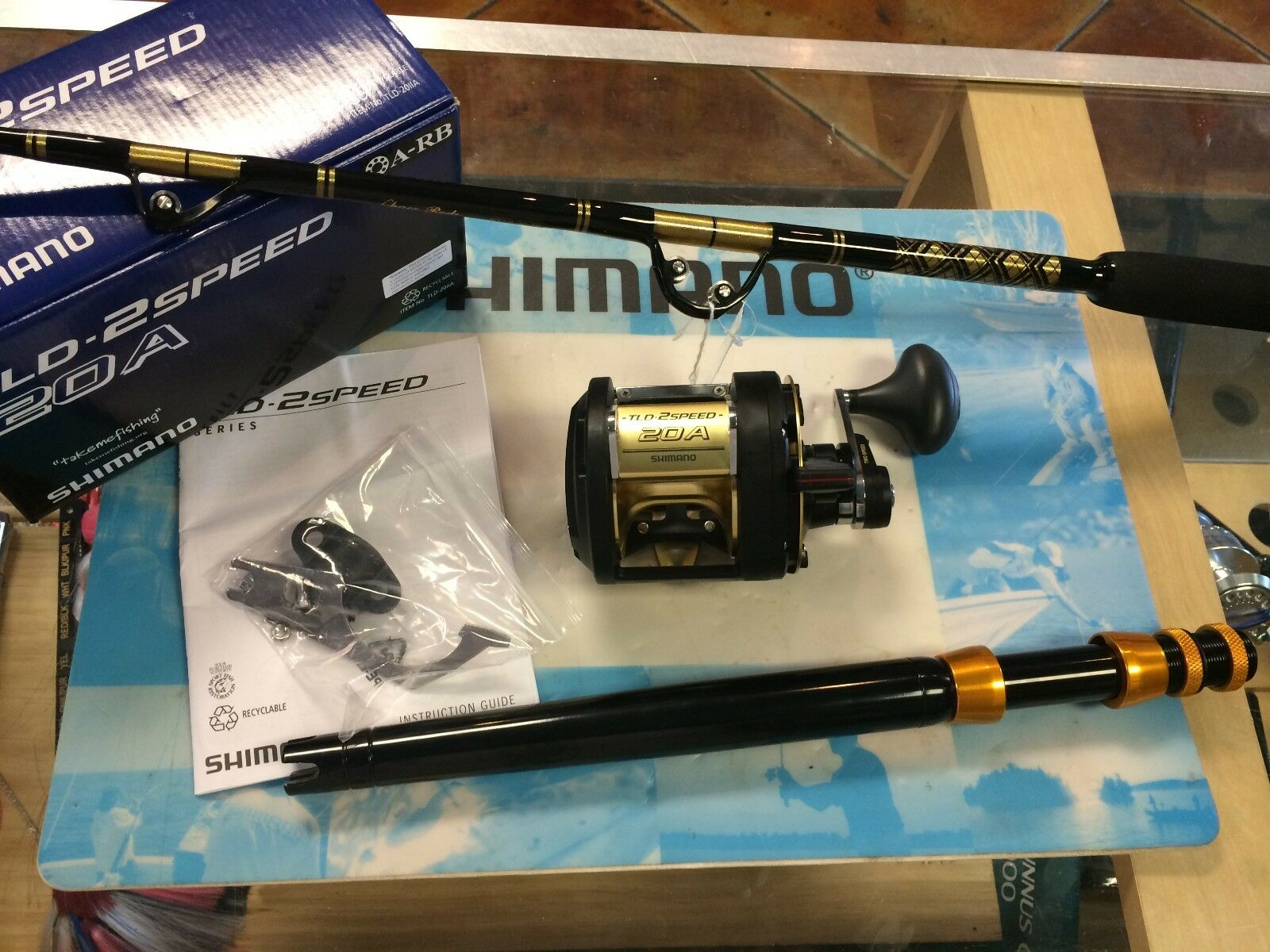 Brand New Shimano TLD 20A II-Speed Reel w  Chaos STAR 30-50 Stand-up Rod COMBO