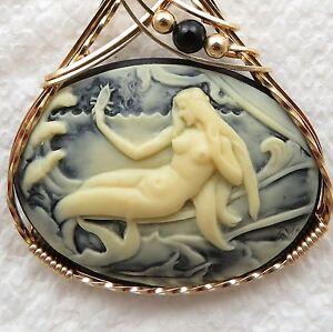 Mermaid-Seashell-Cameo-Pendant-14K-Rolled-Gold-Jewelry-Cream-Resin