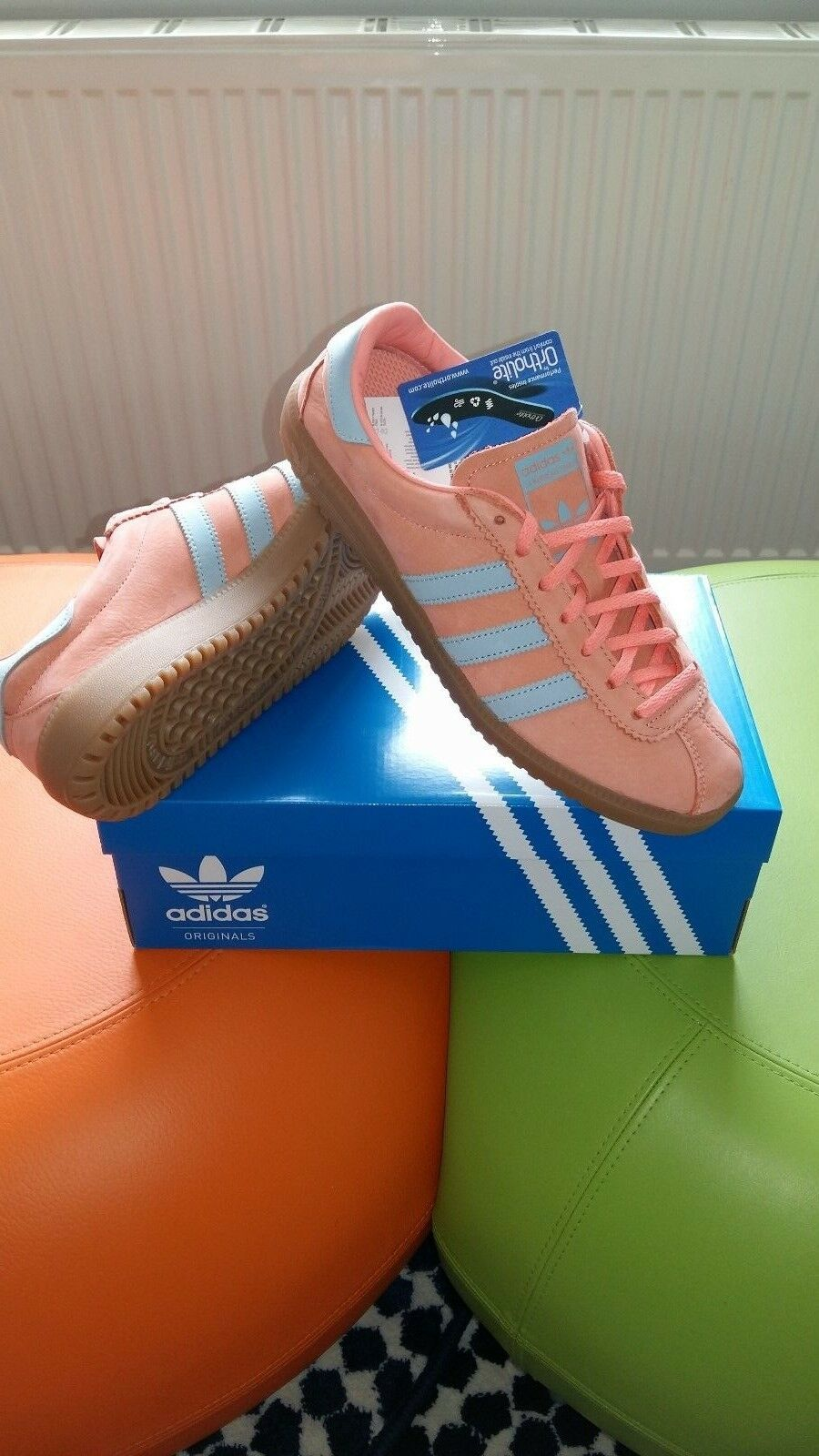 adidas bermuda originals...in coral / ash Gris..  trainers Taille 8 uk eur 42