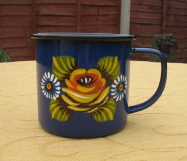 canal barge ware enamel mug decorated with roses and daisies 8 & 9 cms diameter