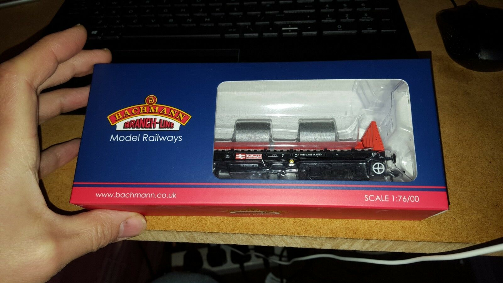 OO Bachmann 38-352B BAA Steel Carrier Wagon With Steel Coils Weathered
