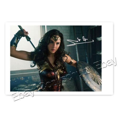 Autogrammfotokarte laminiert AK4 Gal Gadot als Wonder Woman