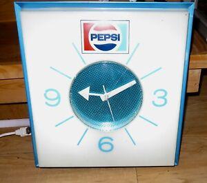 Vintage 1970 Pepsi Sign Lighted Clock Mid Century Modern Wall Art
