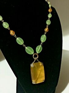 Vintage-CORO-Art-deco-Jade-amp-Amber-Glass-Beaded-Pendant-Necklace