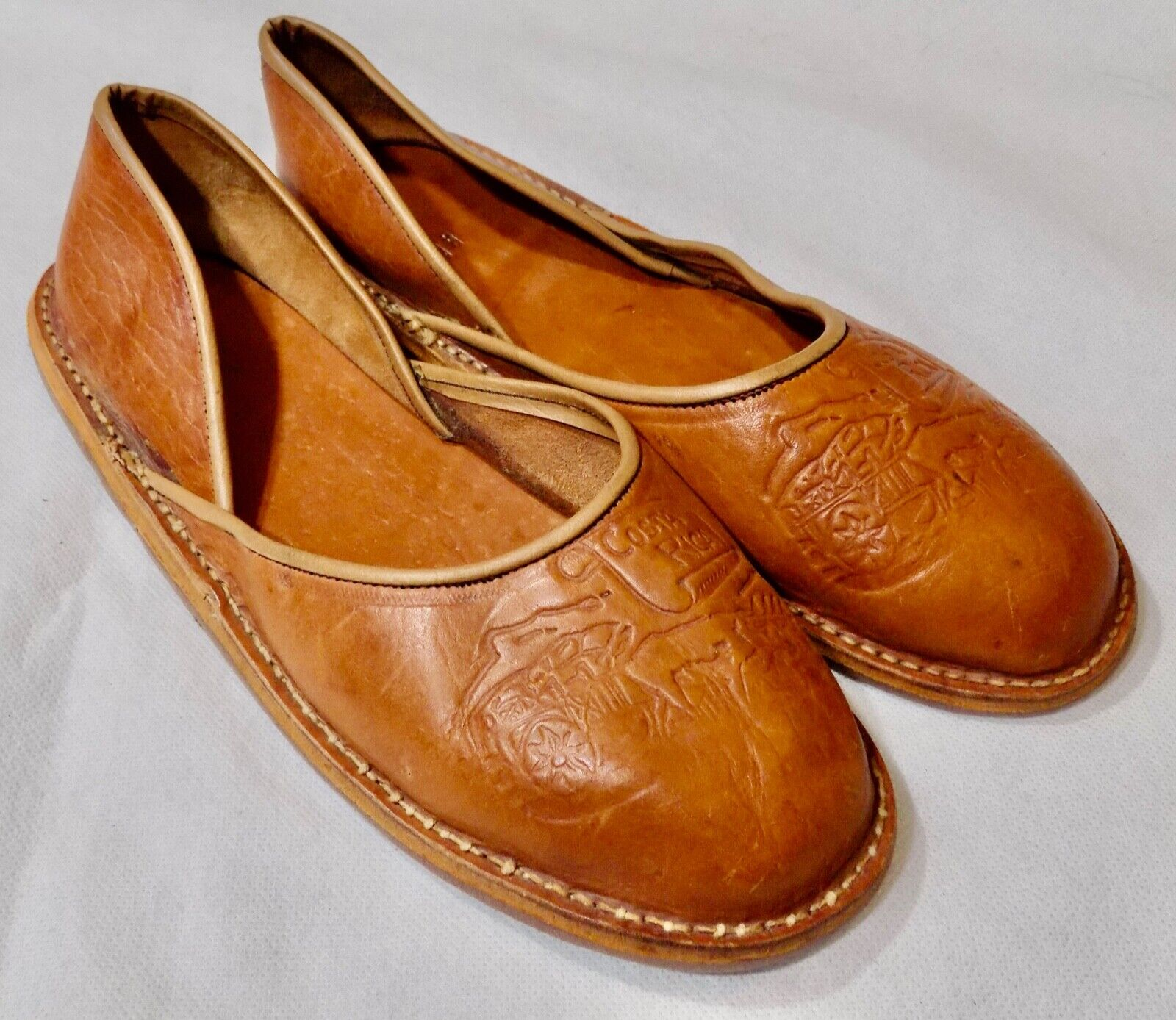 Costa Rica Mens Caramel Brown Leather Loafers Slip Ons 9 Embossed Farm Scene