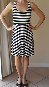 Forever-New-Women-039-s-Black-amp-White-Striped-Cross-Back-Dress-Size-6-Excellent-Cond