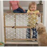 In Box Safety 1st 23-inch Wood Security Gate Baby Dog Expands 28-41 Wide