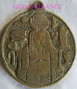 HonnêTe Med4990 - Medaillette Egyptomania Sphinx Texture Nette
