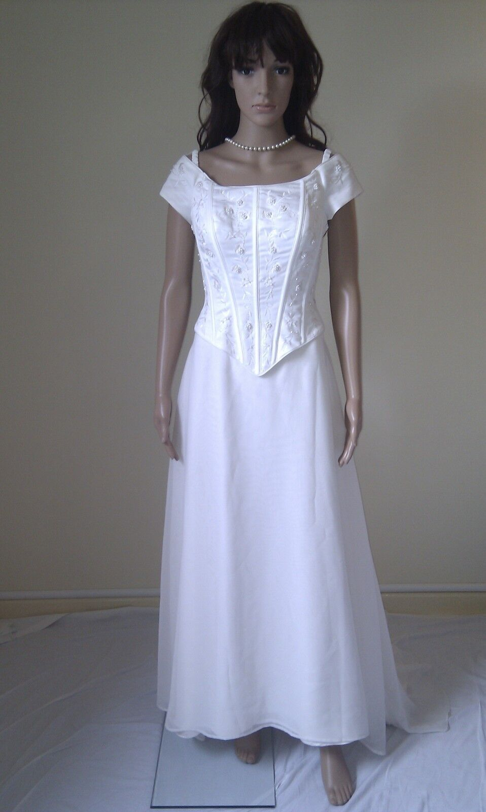 WEDDING DRESS   By Designer ALFRED ANGELO.   IVORY GOWN.  (Over )    SIZE 10