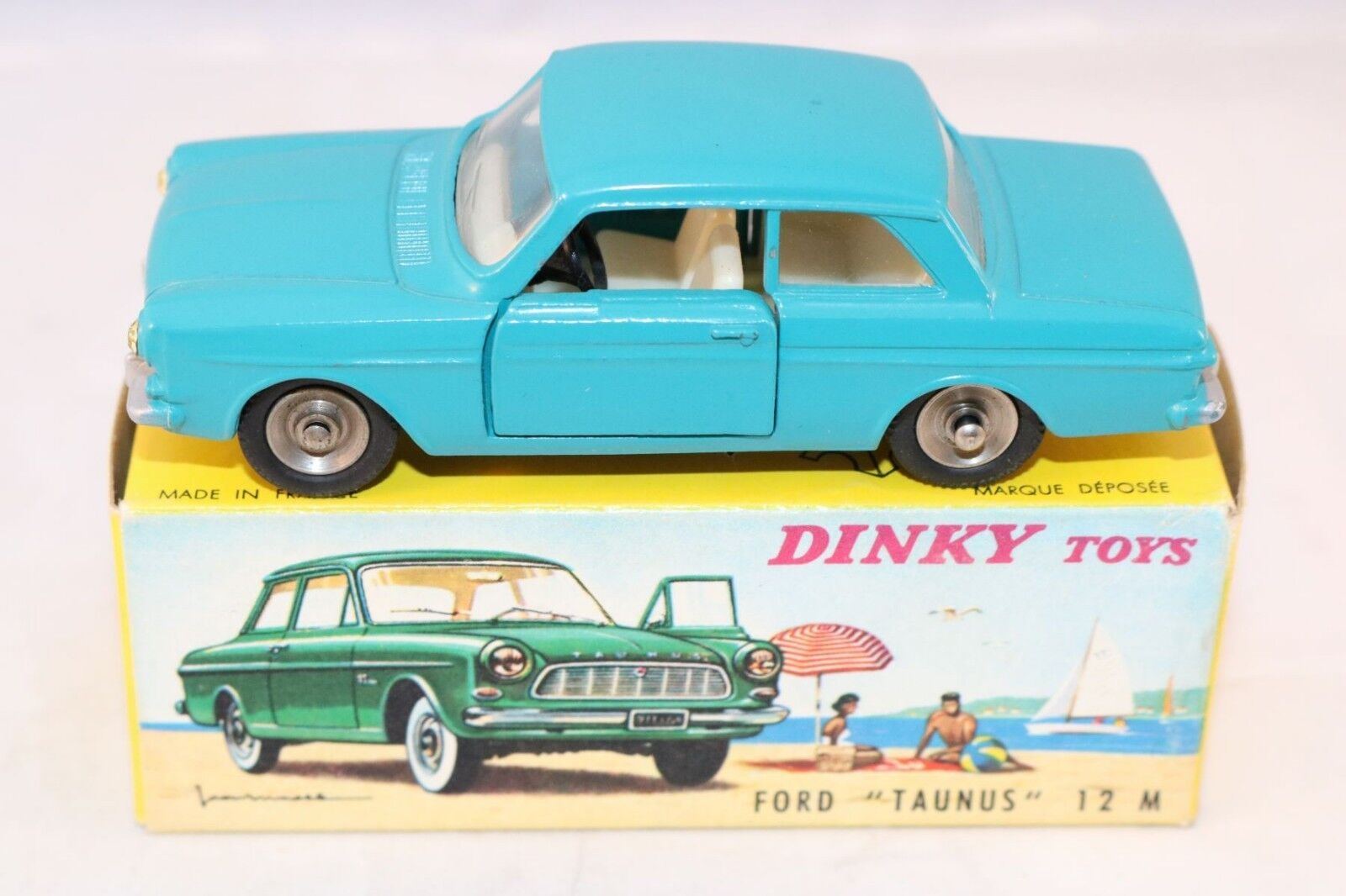 Dinky Toys 538 Ford Taunus bleu very near mint a beauty all original