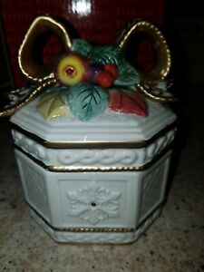 "NOS FITZ AND FLOYD CLASSICS CERAMIC ""CHRISTMAS SNOWY WOODS"" LIDDED TRINKET BOX"