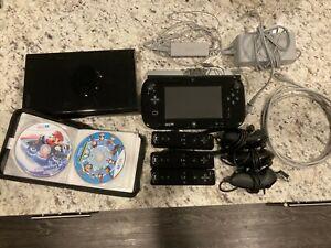 Nintendo-Wii-U-Black-32gb-Console-Bundle-includes-games-controllers-all-chords