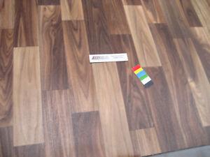 0417-PVC-CV-Belag-Rest-153x498-cm-Bodenbelag-Nussbaum-robuster-Boden-auf-Vlies
